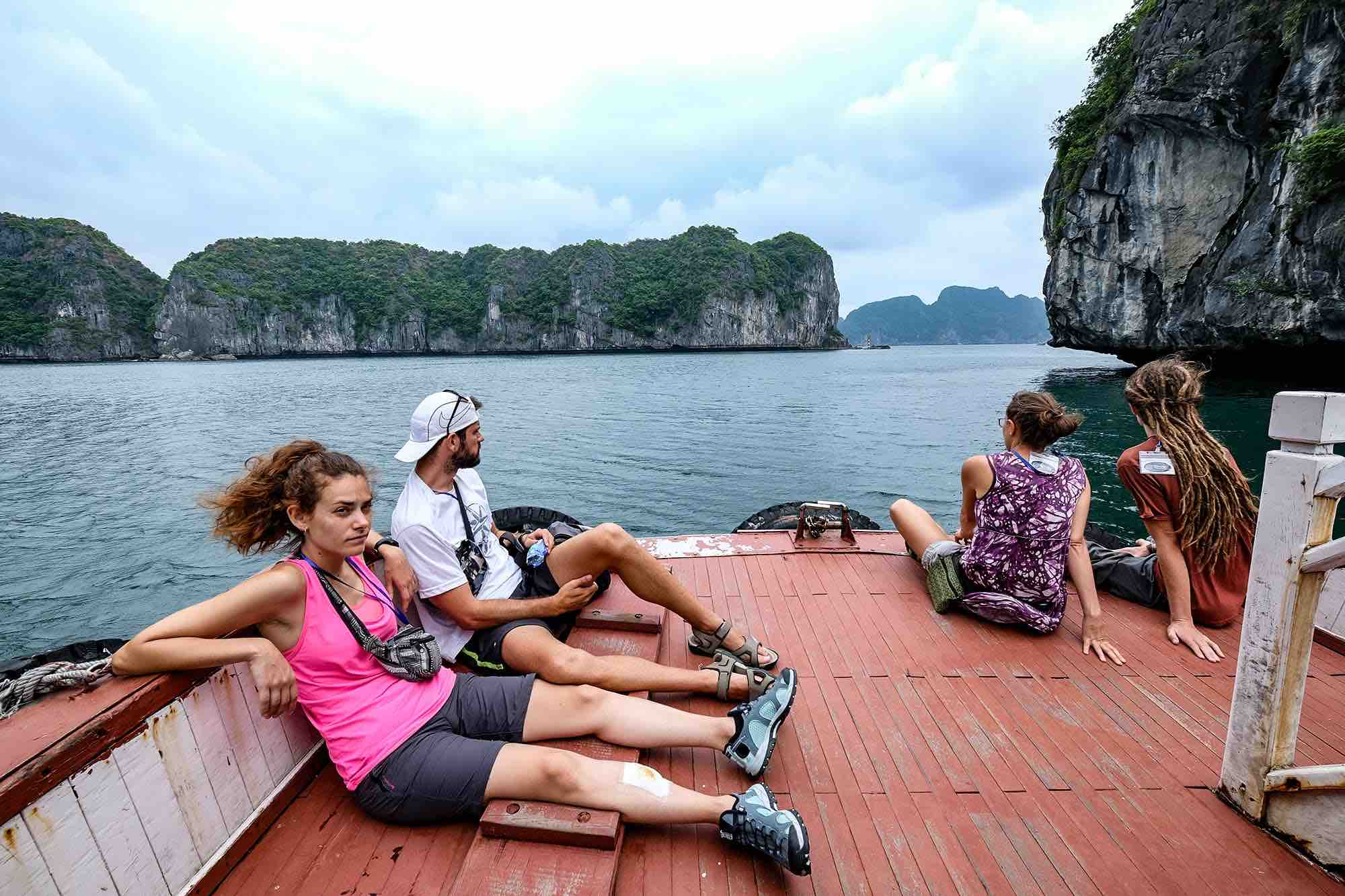 Tourists contemplate the magnificent beauty of Lan Ha Bay on a boat in Cat Hai District, Hai Phong City. Photo: Nam Tran / Tuoi Tre