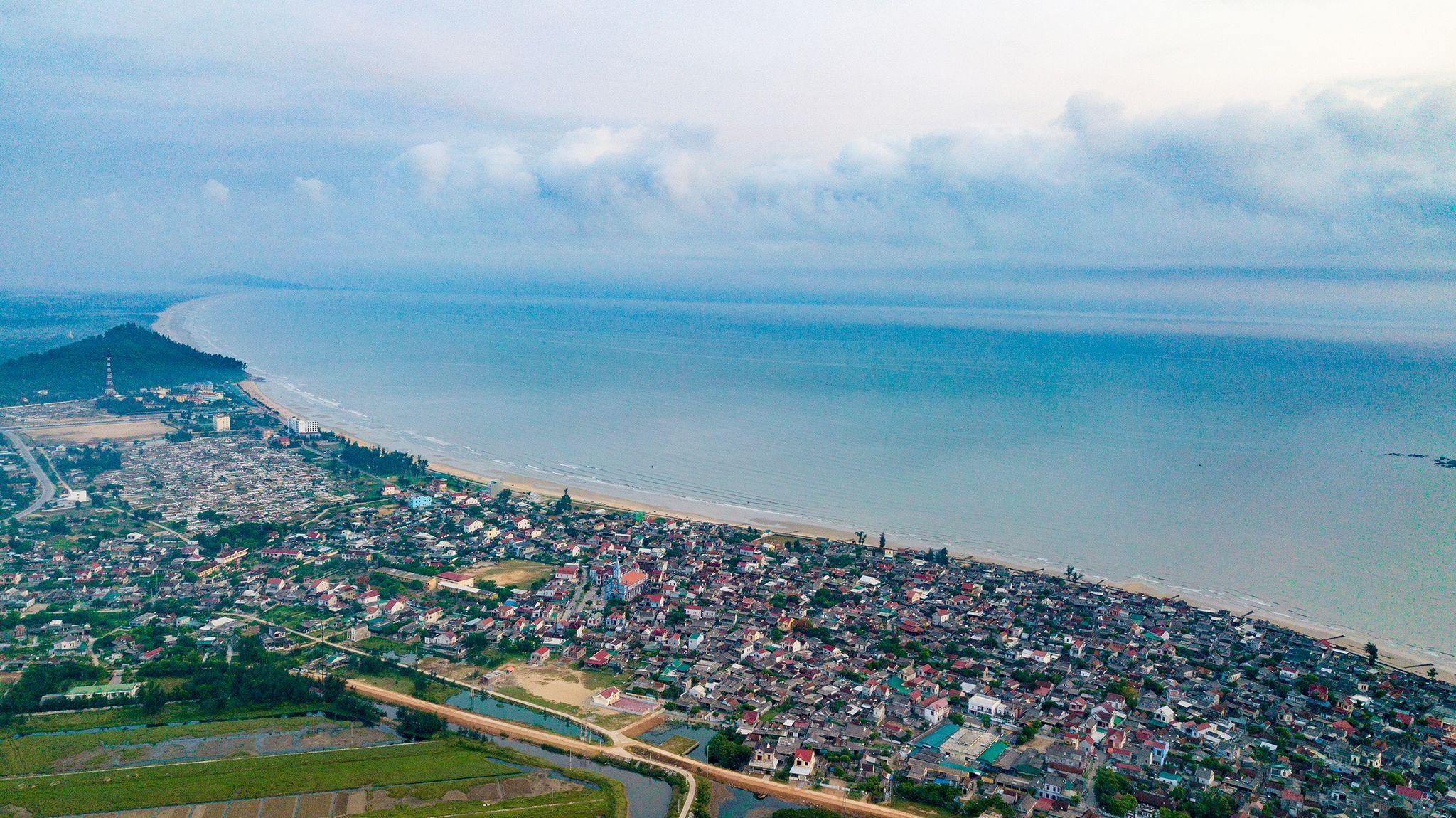Thien Cam Beach in Ha Tinh Province looks from afar. Photo: Nam Tran/Tuoi Tre