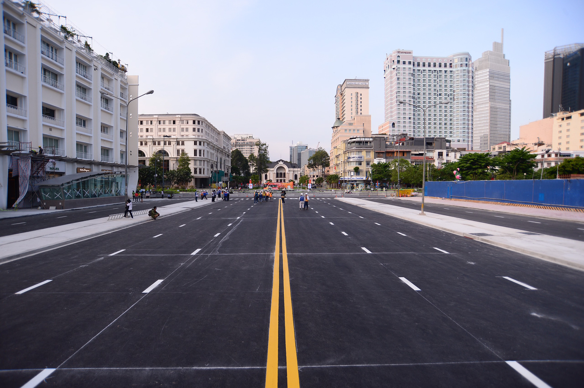 A section of Le Loi Street in District 1, Ho Chi Minh City is given a fresh layer of asphalt. Photo: Quang Dinh / Tuoi Tre