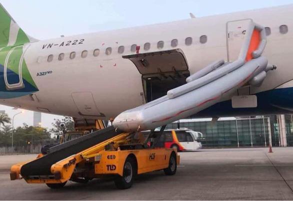 Passenger randomly opens plane emergency exit, causes delay to series of flights in Hanoi