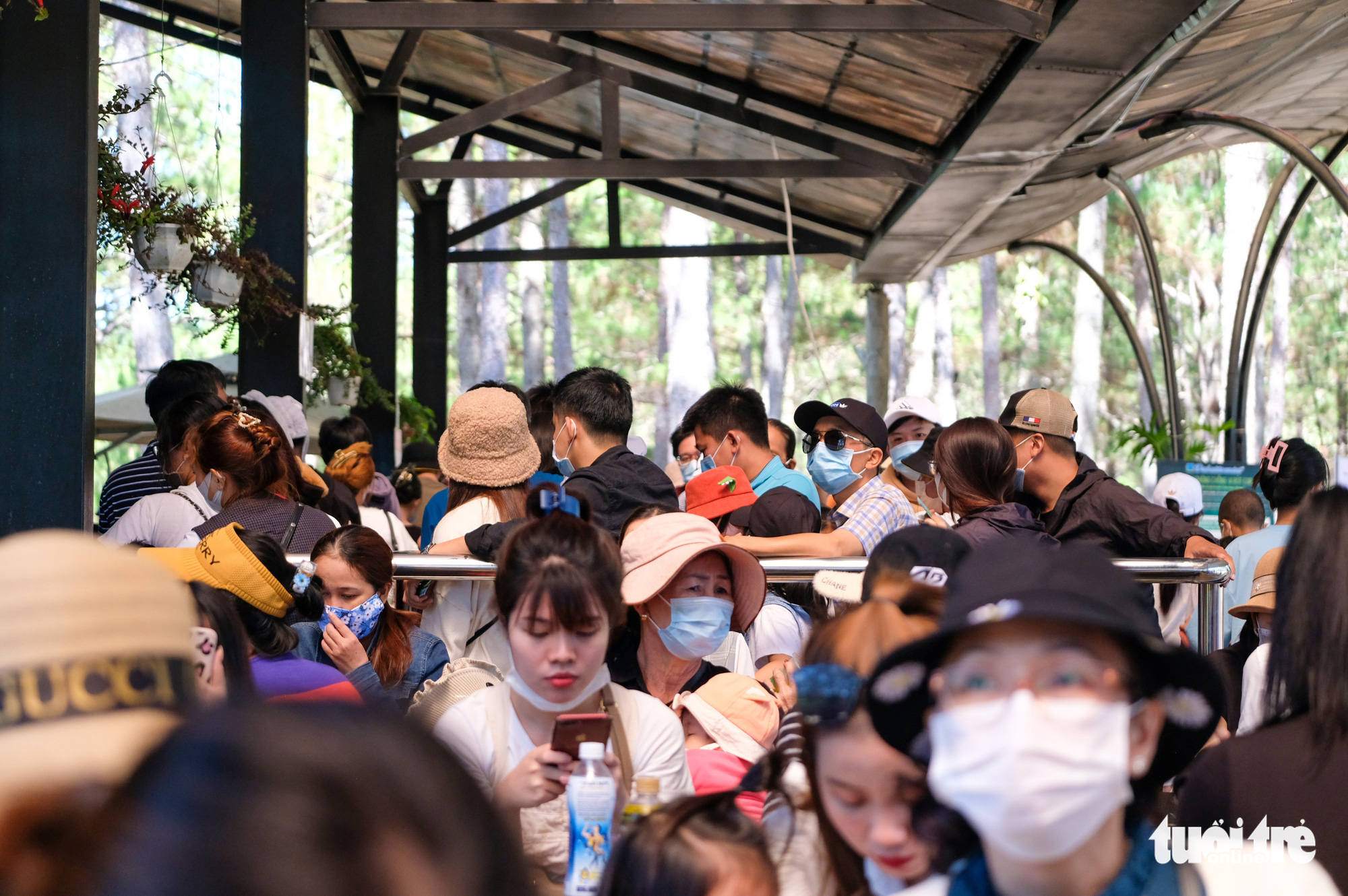 People wait to buy tickets at the entrance of Datanla Waterfall in Da Lat City, Lam Dong Province, Vietnam, May 2, 2021. Photo: Duc Tho / Tuoi Tre