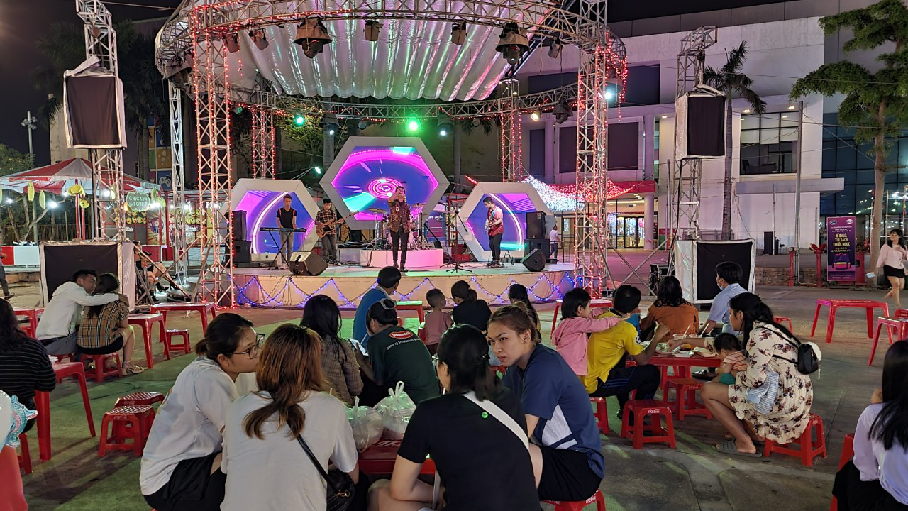 Vietnam's Da Nang, Khanh Hoa close non-essential businesses considering COVID-19 scare