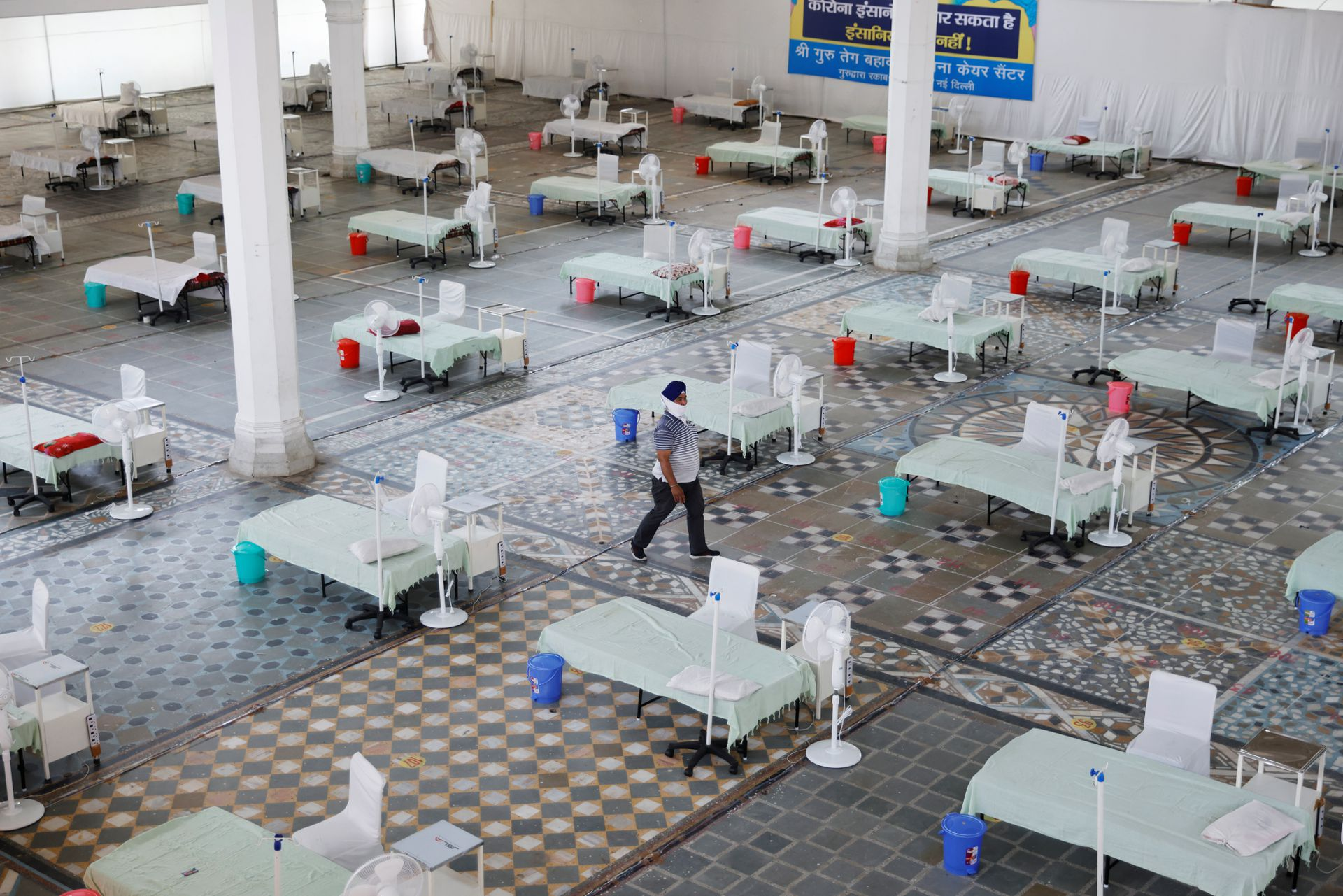 Beds are seen inside a Gurudwara (Sikh Temple) converted into a coronavirus disease (COVID-19) care facility amidst the spread of the COVID-19 in New Delhi, India May 5, 2021. Photo: Reuters