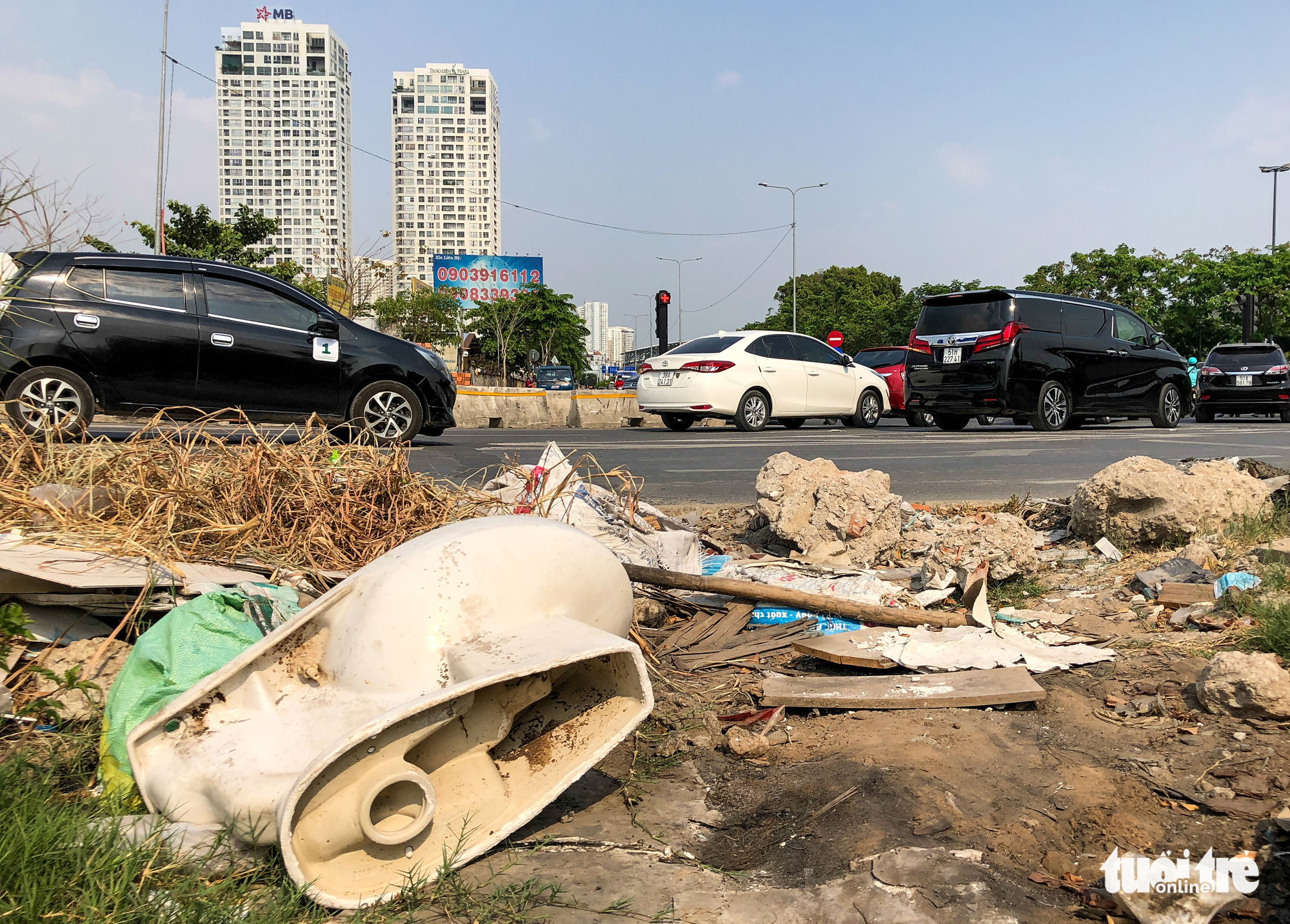 An old toilet is discarded on a sidewalk in Ho Chi Minh City. Photo: Kim Ut / Tuoi Tre