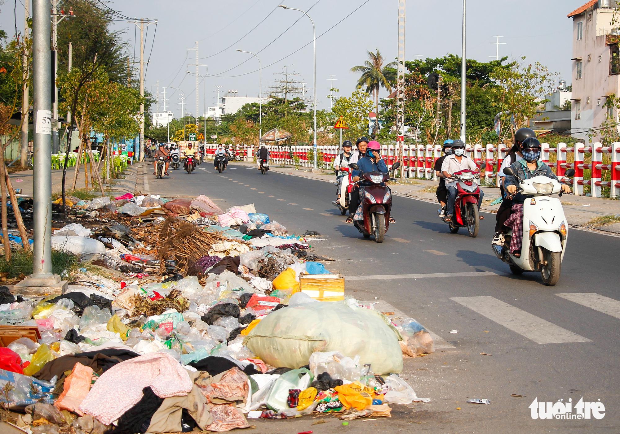 Trash abounds on Saigon streets