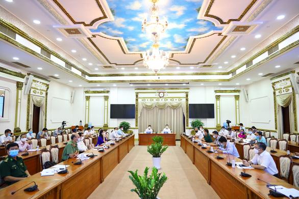 Ho Chi Minh City chairman demands COVID-19 checkpoints set up at traffic hubs, entrances