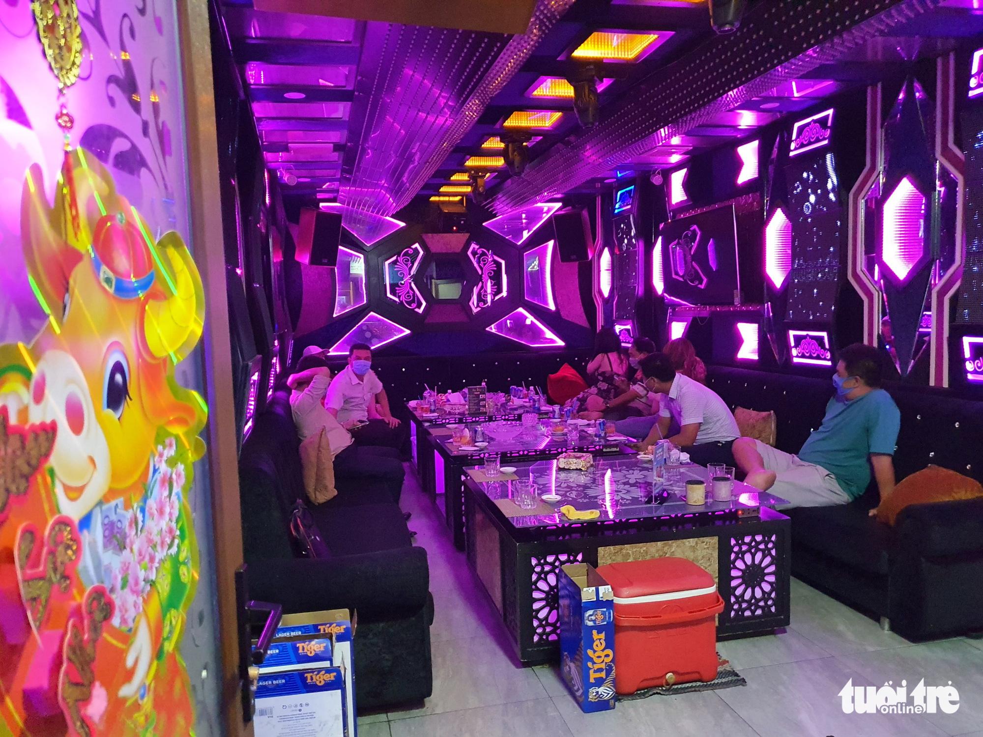 Ho Chi Minh City restaurant fined for offering karaoke service notwithstanding coronavirus ban