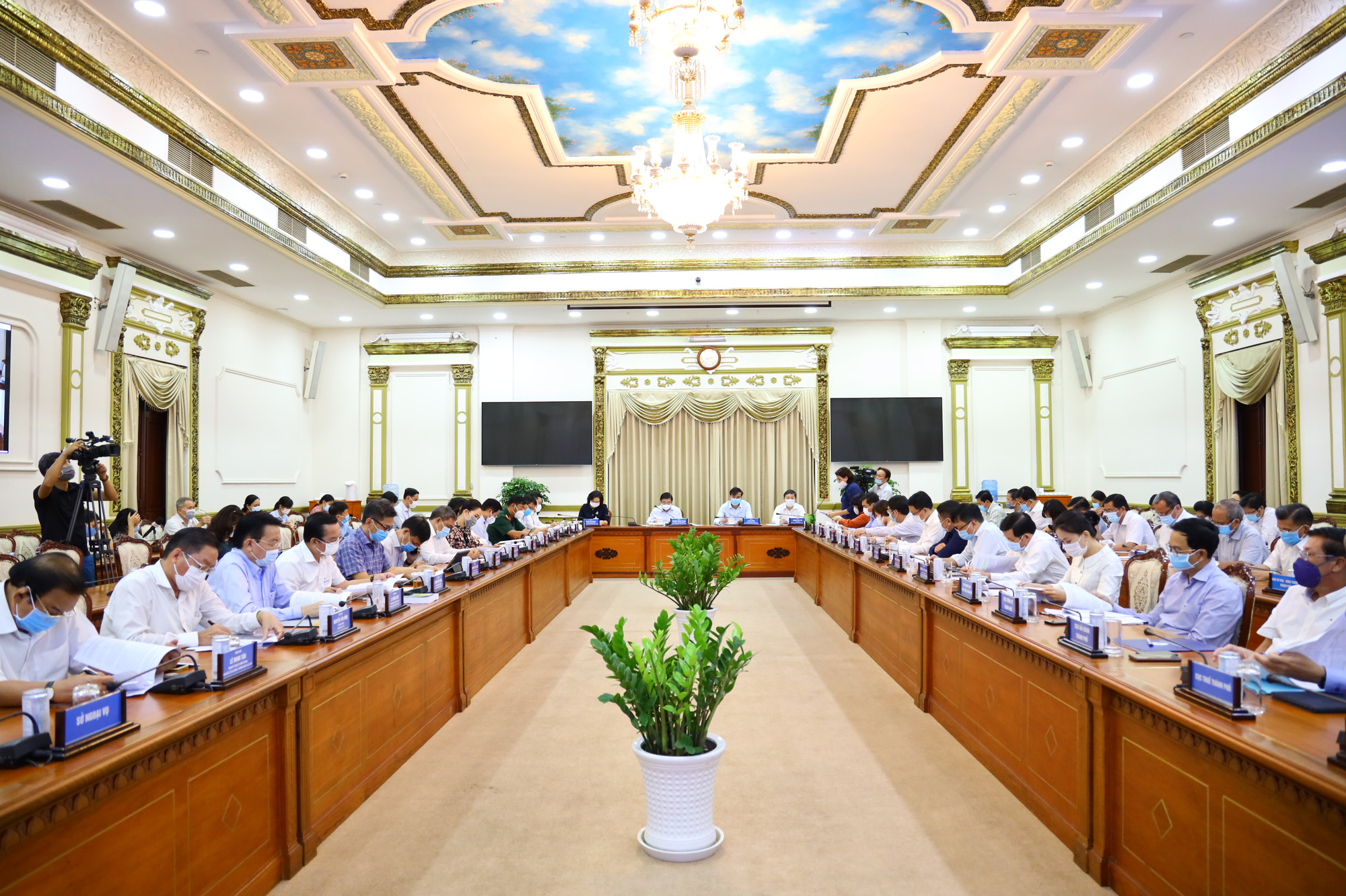 Ho Chi Minh City sees positive socio-economic signs in January-April