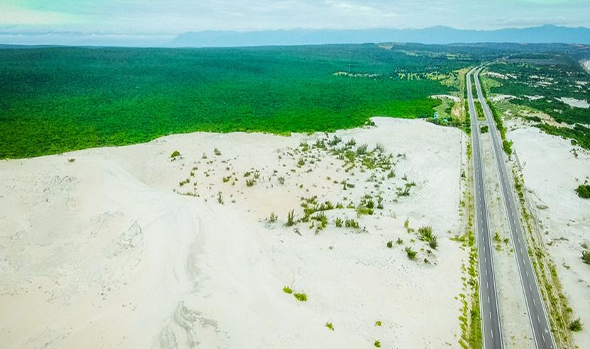 A bird's-eye view of the White Sand Dunes in Binh Thuan Province, Vietnam. Photo: Ngo Tran Hai An / Tuoi Tre