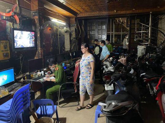 Hanoi game centers fined for operating despite COVID-19 ban