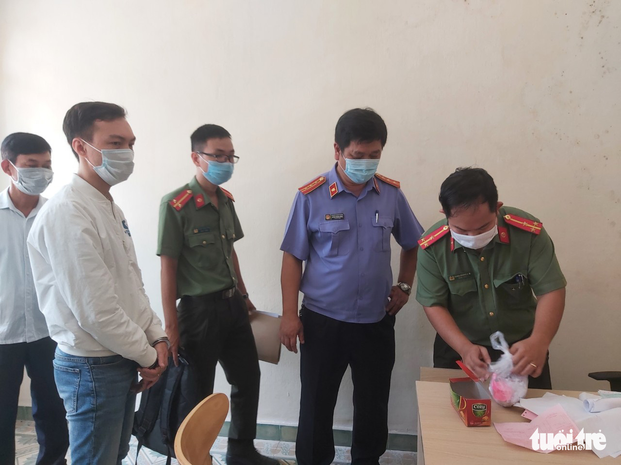Man captured for helping foreigners enter Vietnam in guise of experts