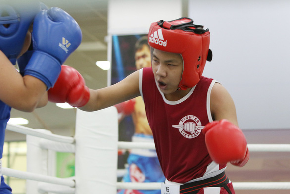 Cancer, chemotherapy cannot stop Vietnamese boy's boxing dreams
