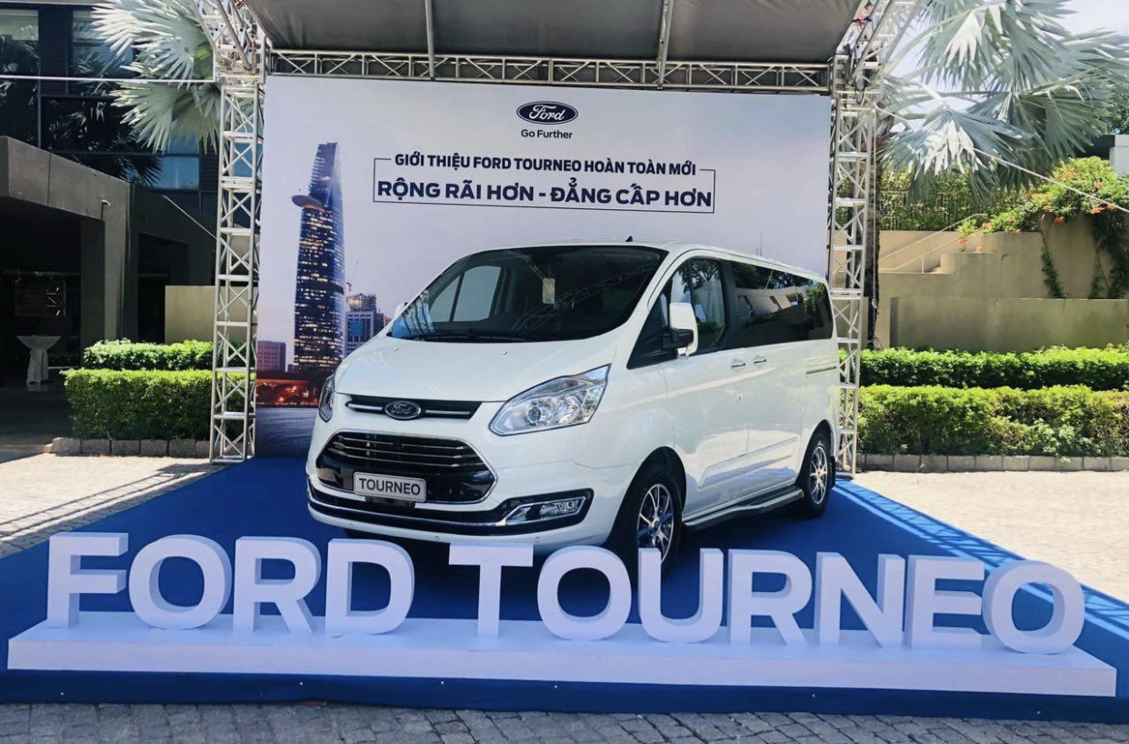 Ford stops assembling Tourneo cars in Vietnam due to poor market demand