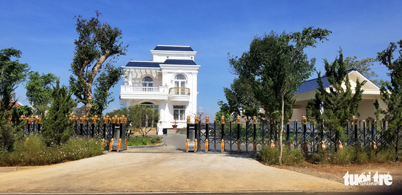 Vietnam's Lam Dong Province pulls down unauthorized mansion