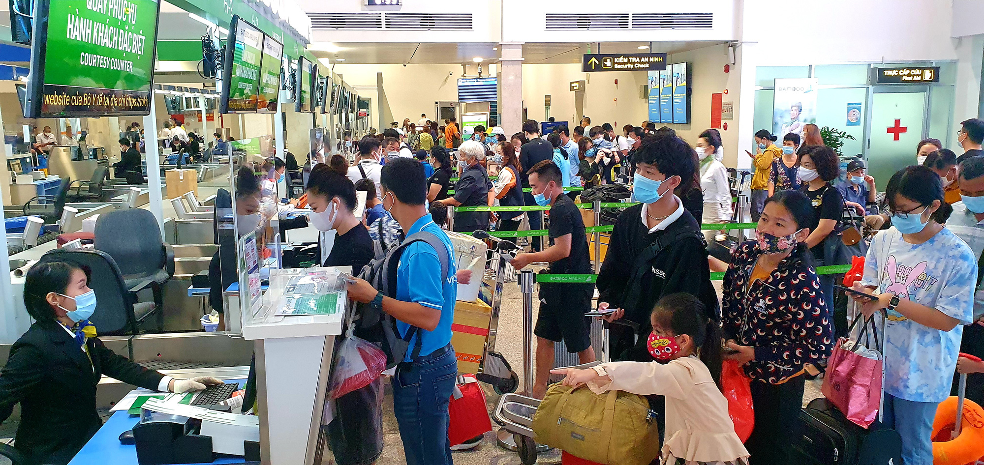 Airlines must refund service charges for canceled tickets: Vietnam aviation authority