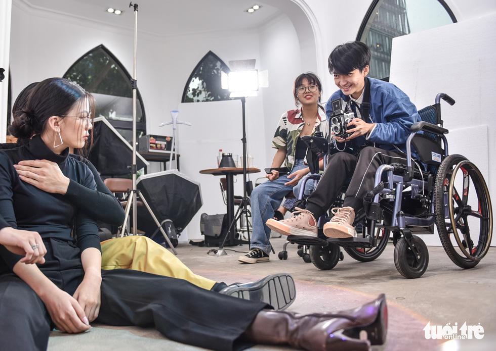 Le Phuong Uyen, 23, feels at home behind the camera. Photo: Ngoc Phuong / Tuoi Tre
