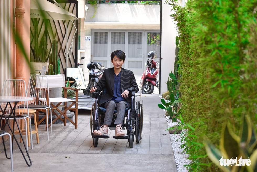Le Phuong Uyen navigates her wheelchair throughout the office where she works at the weekends after spending from Monday to Friday in the city of Vung Tau where she receives physical therapy. Photo: Ngoc Phuong / Tuoi Tre