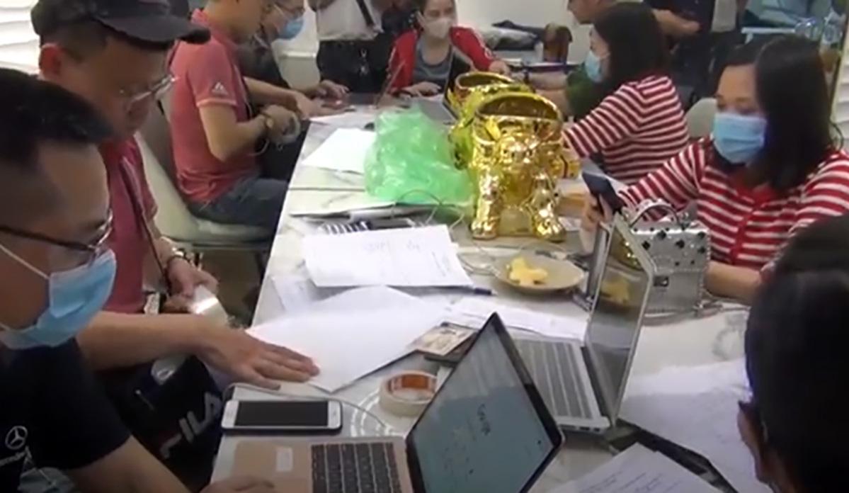 Hanoi, Ho Chi Minh City police break up ring operating illegal trading platforms