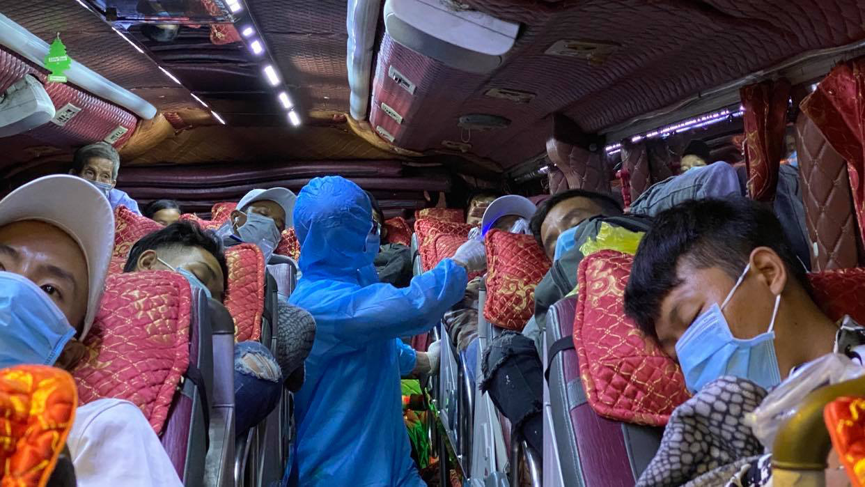 12 coronavirus checkpoints come into play at Ho Chi Minh City's entrances