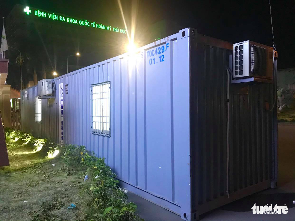 A shipping container is utilized to temporarily accommodate staff at a checkpoint on National Highway 1K before Ho Chi Minh City, May 14, 2021. Photo: Quang Dinh / Tuoi Tre