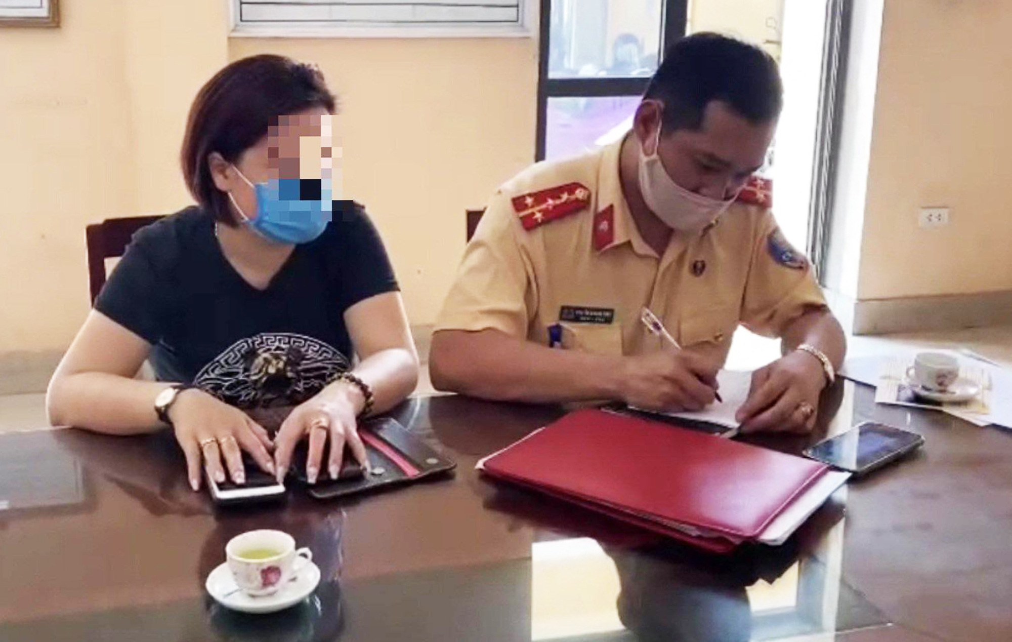 Woman fined for reversing car on expressway in Vietnam