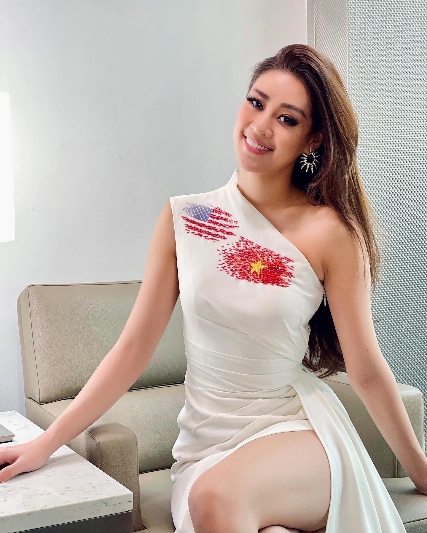A photo shows Nguyen Tran Khanh Van in a dress celebrating the national flags of Vietnam and the U.S at Miss Universe 2020. Photo: Instagram @khanhvannguyen25