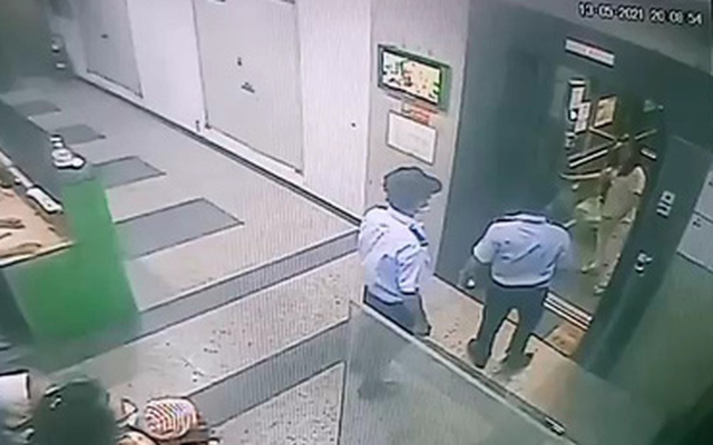 Woman fined for not wearing face mask while using apartment elevator in Ho Chi Minh City