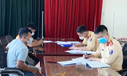 Driver, car owner heavily fined after wrong-way driving on expressway in northern Vietnam