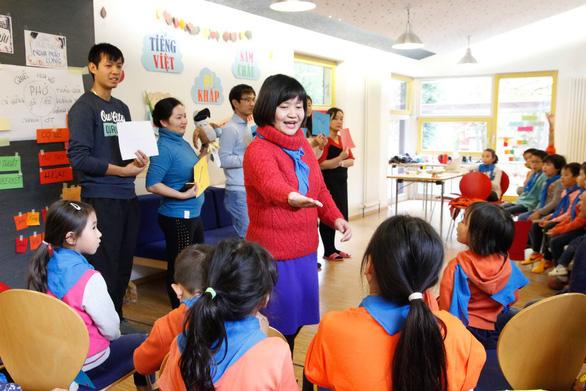 Educator nurtures mother tongue among overseas Vietnamese communities