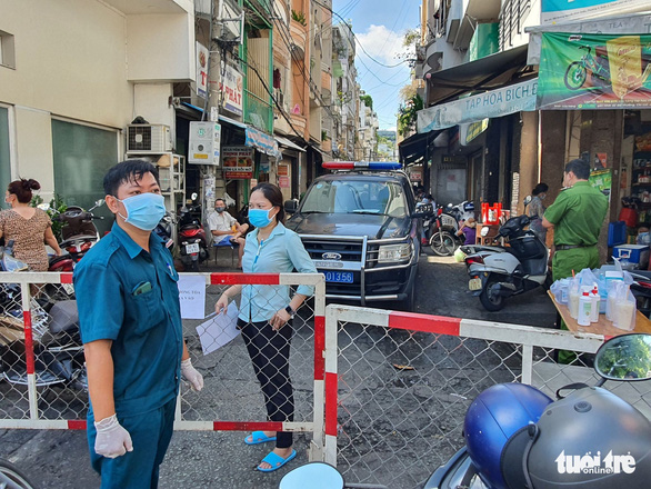 Alley in central Ho Chi Minh City sectioned off because of suspected COVID-19 case