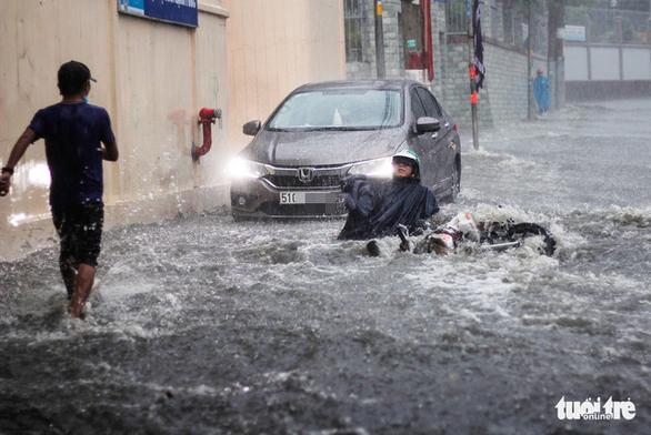 Downpour inundates Thu Duc City