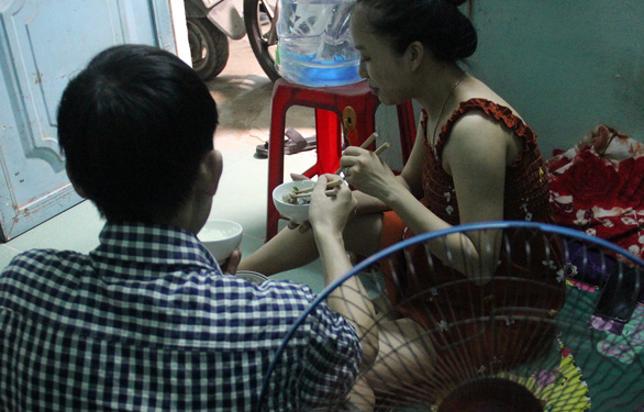 The couple have stopped eating out, instead choosing to cook all their meals for themselves. Photo: Truong Trung/Tuoi Tre