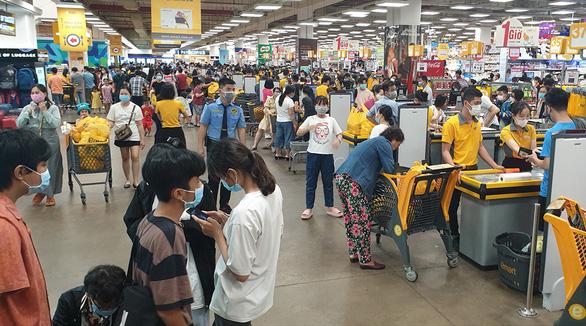 Vietnamese automaker announces plans to acquire South Korean retail outlet E-Mart