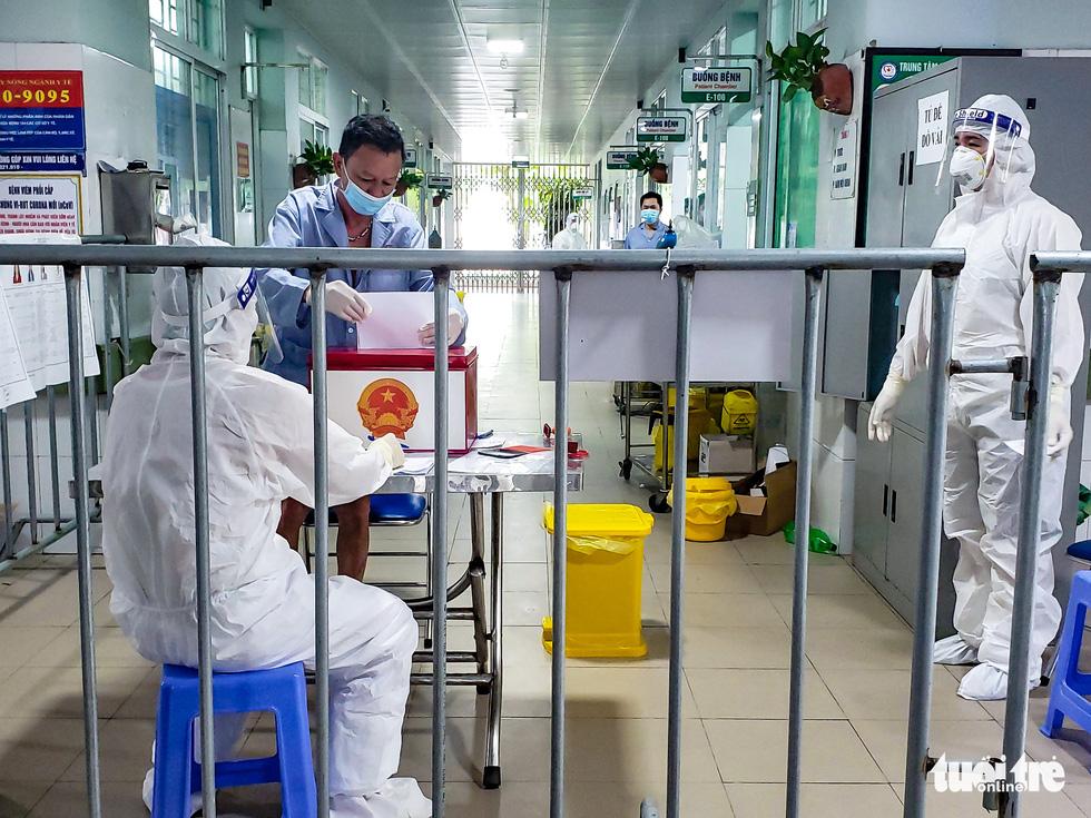 A quarantined voter casts his ballot at Makeshift Hospital No.1, Bac Ninh Province, VIetnam, May 22, 2021.