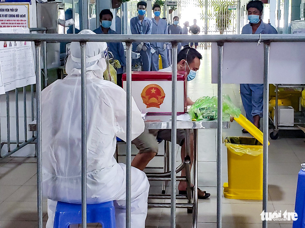 Patients cast votes for legislators, councilors from Vietnam's COVID-19 quarantine ward