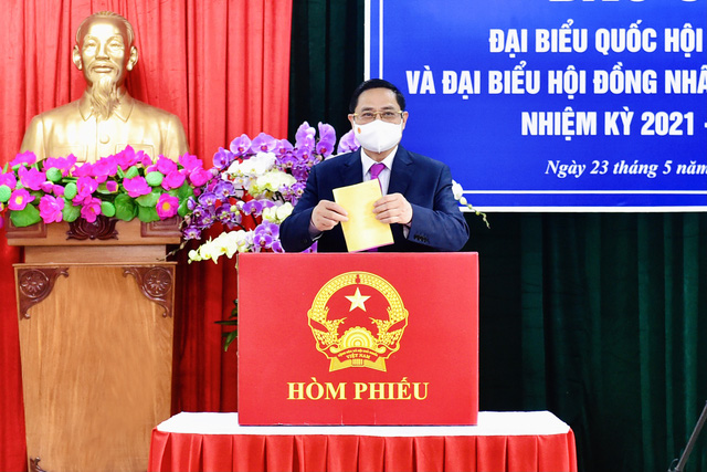 Prime Minister Pham Minh Chinh casts his vote during the elections of deputies to Vietnam's 15th National Assembly and members to people's councils at all levels, May 23, 2021. Photo: Vietnam Government Portal