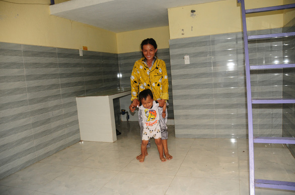 A homeless woman and her child are offered a stay at the House of Hope. – Photo: Thai Ba Dung/Tuoi Tre