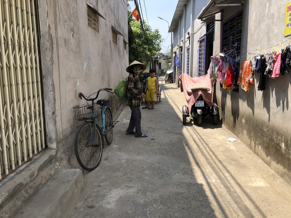 The communal house of six rooms is fully occupied. – Photo: Thai Ba Dung/Tuoi Tre