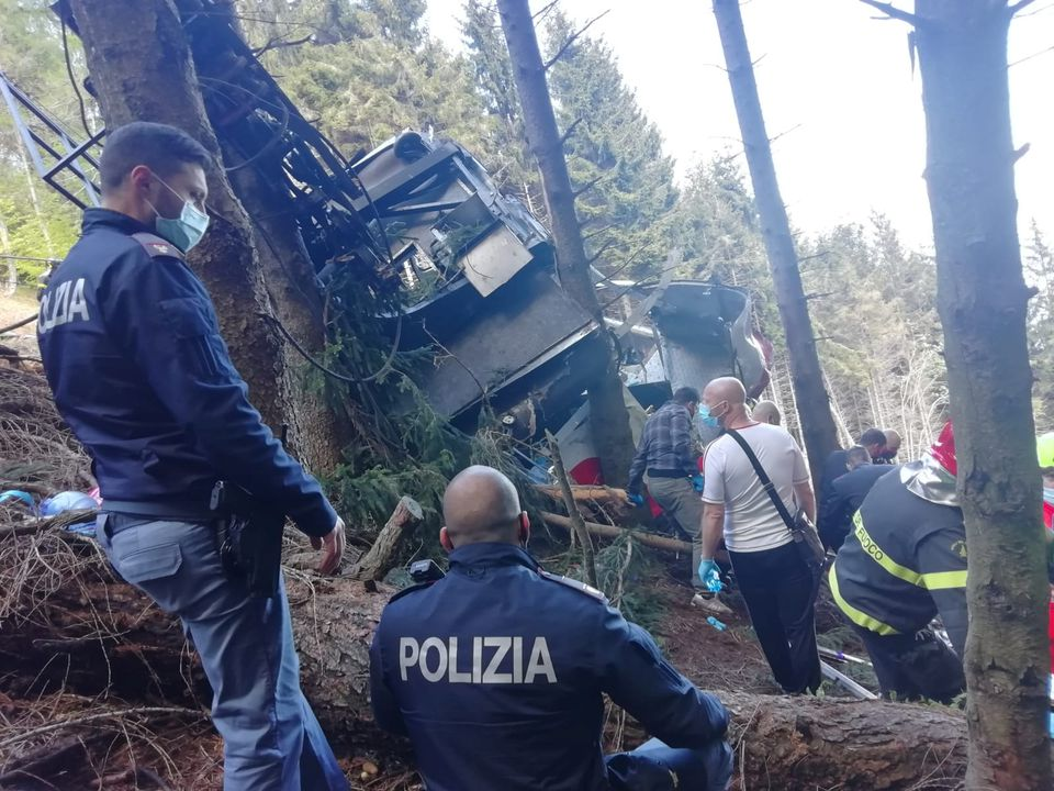 Three arrested over Italian cable car disaster