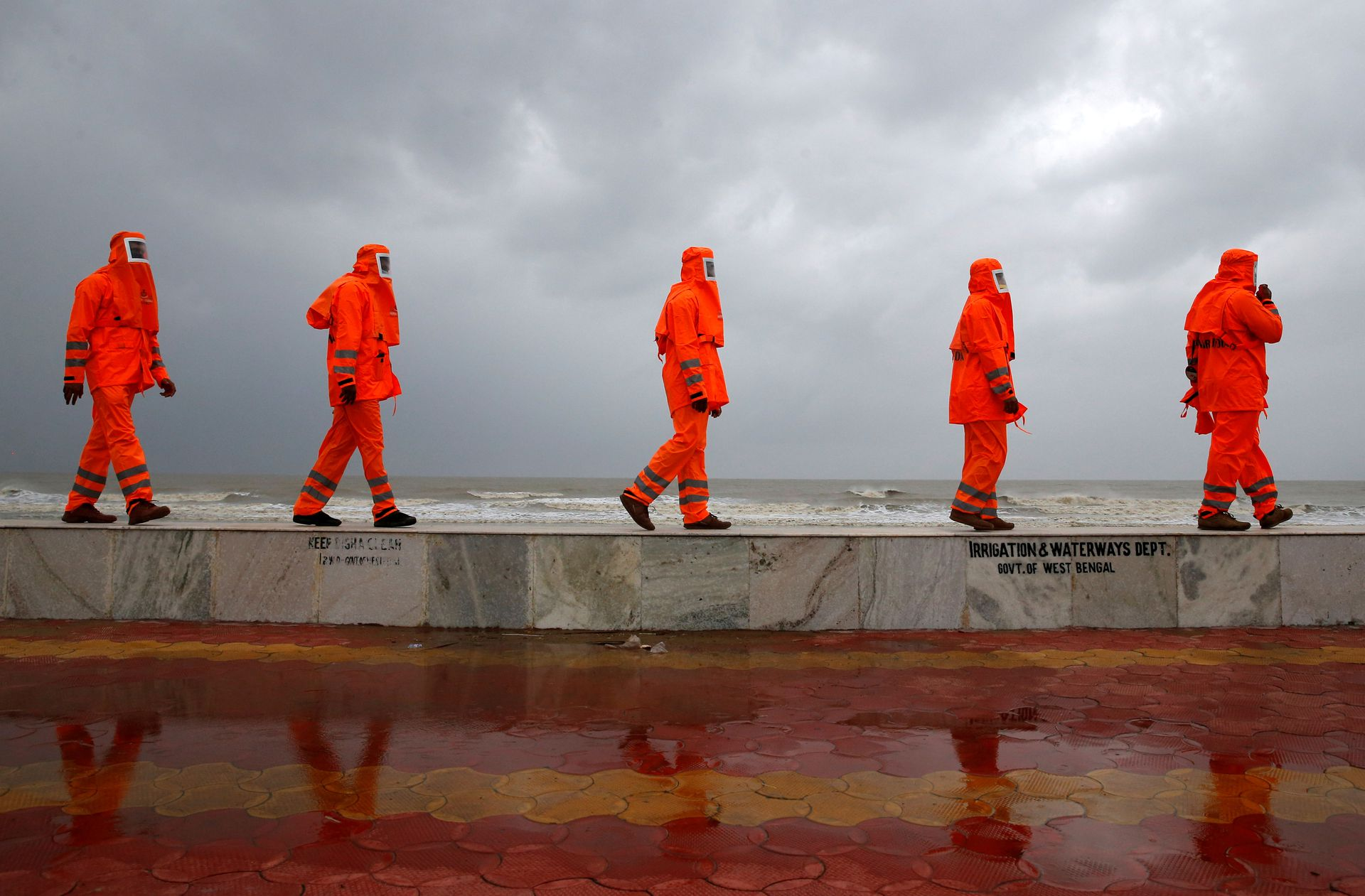 Members of the National Disaster Response Force (NDRF) patrol along a shore ahead of Cyclone Yaas in Digha in Purba Medinipur district in the eastern state of West Bengal, India, May 25, 2021. Photo: Reuters