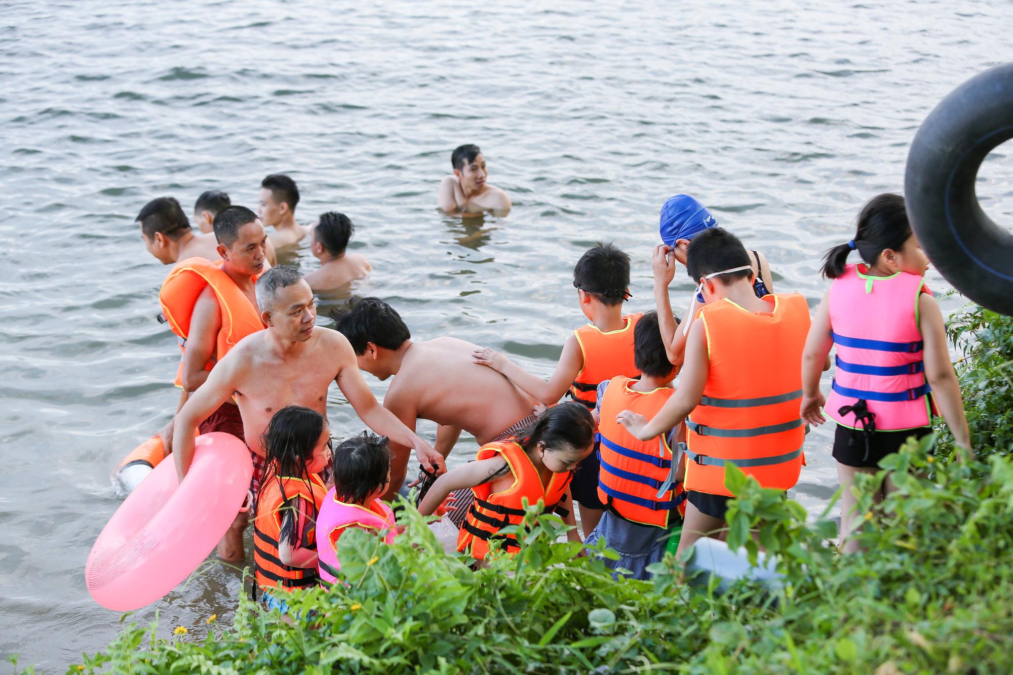 Residents swim in Huong (Perfume) River in Thua Thien - Hue Province, Vietnam despite COVID-19. Photo: Phuoc Tuan / Tuoi Tre
