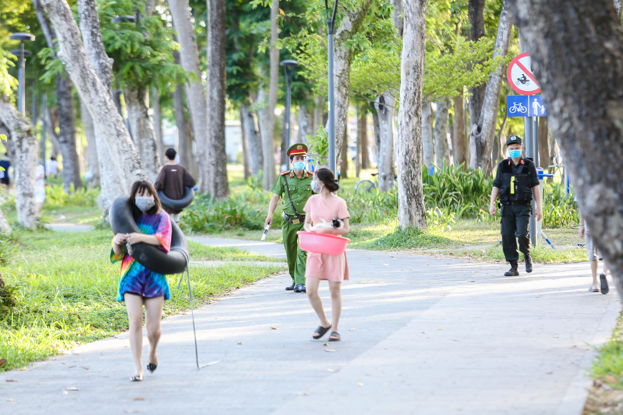 Officers patrol on the Huong River bank in Thua Thien - Hue Province, Vietnam. Photo: Phuoc Tuan / Tuoi Tre