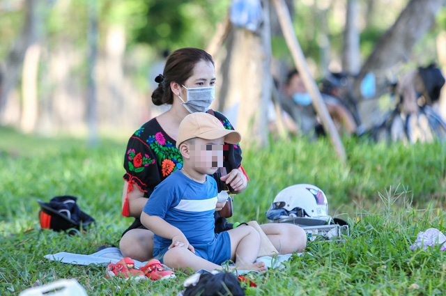 A woman sits with her son on the Huong River bank in Thua Thien - Hue Province, Vietnam. Photo: Phuoc Tuan / Tuoi Tre