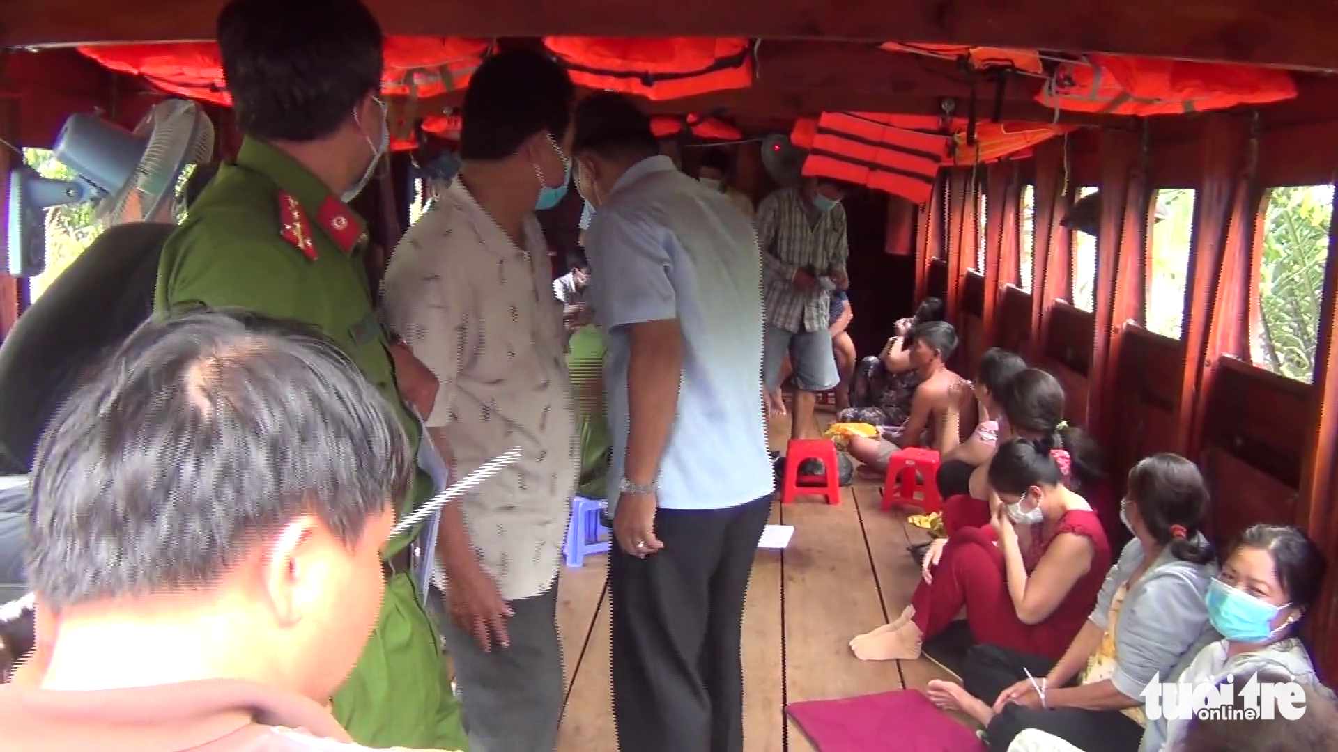 Illegal gamblers are caught playing cards on a tourist boat in Tien Giang Province, Vietnam, May 26, 2021. Photo: Le Hoai / Tuoi Tre