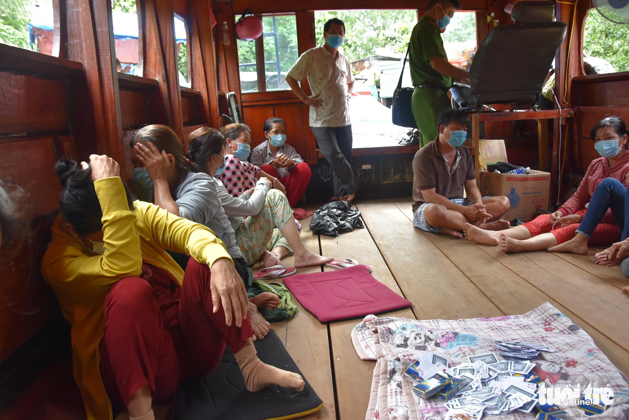 16 people caught gambling on tourist boat in Vietnam's Mekong Delta