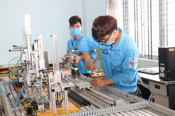 Vietnam ministry proposes suspension pay for workers quarantined during COVID-19 spread