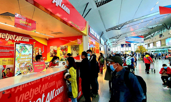 Airlines slash fares as passenger numbers plunge amid COVID-19 spread in Vietnam