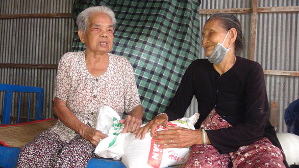 Old age cannot stop this 80-year-old from doing good deeds