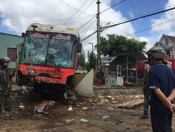 Road accident kills two, injures five in Vietnam's highland province