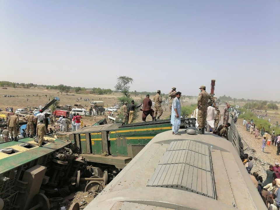 Paramilitary soldiers and rescue workers gather at the site following a collision between two trains in Ghotki, Pakistan June 7, 2021. Photo: Inter-Services Public Relations (ISPR)/ Handout via Reuters